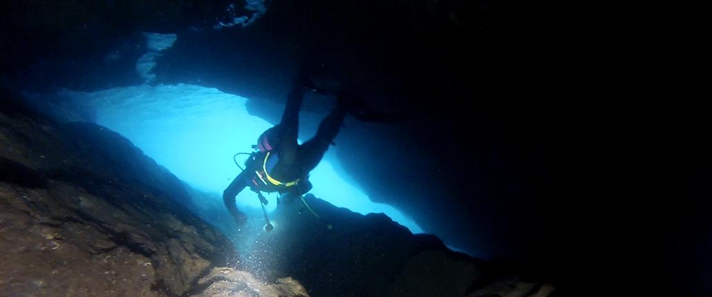 Buceo-en-cuevas-Cap-Salou