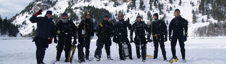 Buceadores-bajo-hielo-valientes