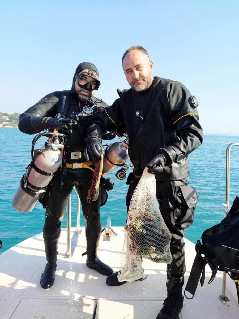 Limpieza-fondos-marinos-buceadores-Rafa-y-Sergi
