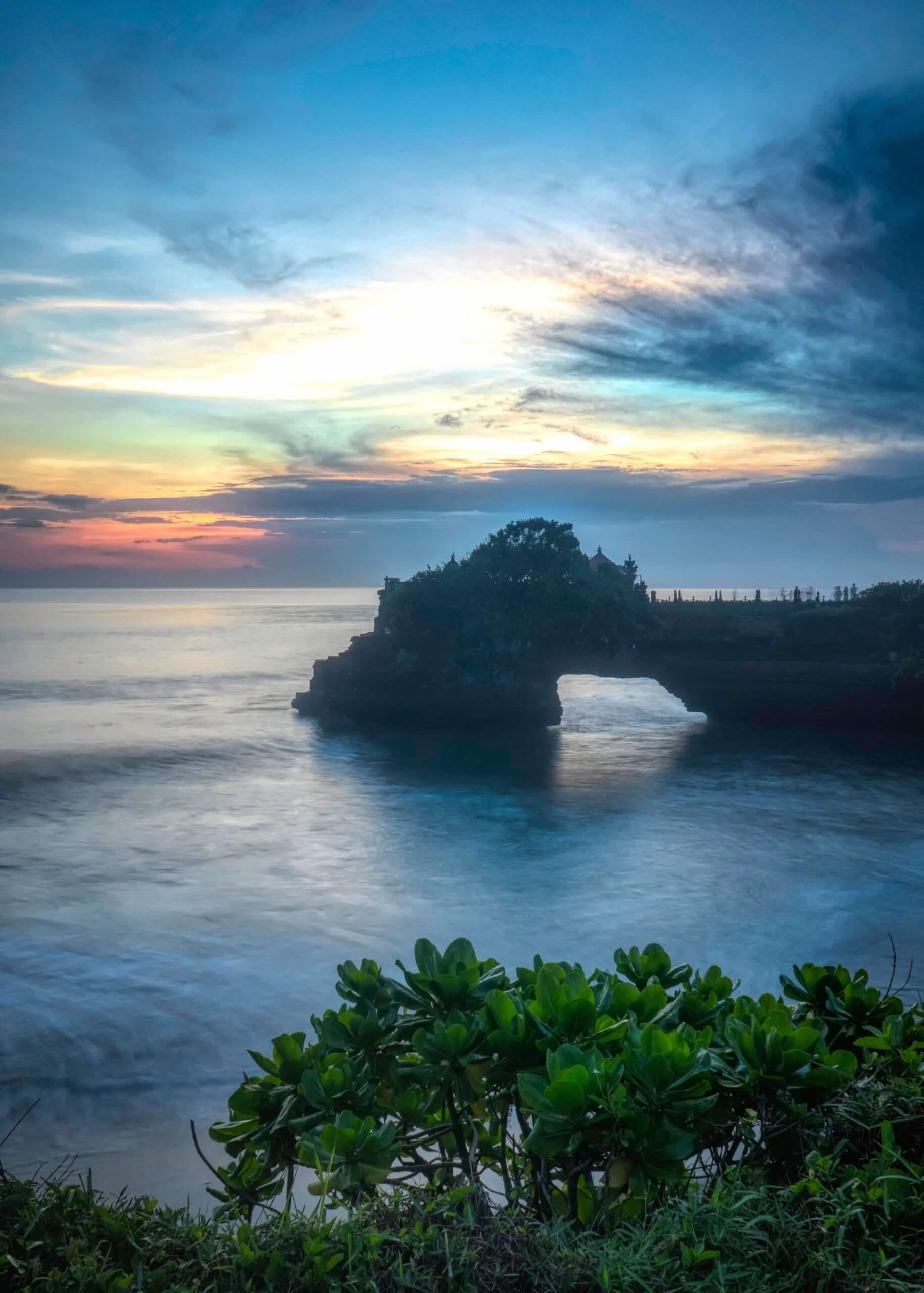 Bucea-en-Bali-Ocean-Rock