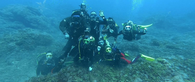 Grupo-de-buceadores-en-El Hierro
