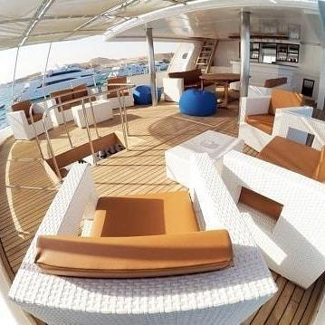 Barco-Mar-Rojo-zona-de-descanso-y-relax