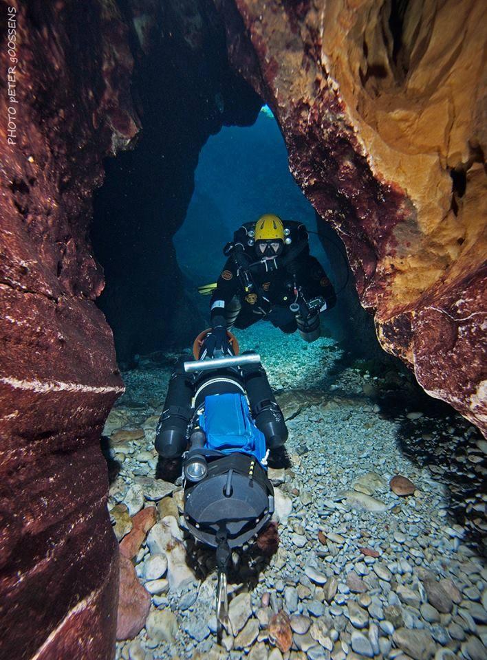 Submarinismo-técnico-en-el-Pozo-Azul