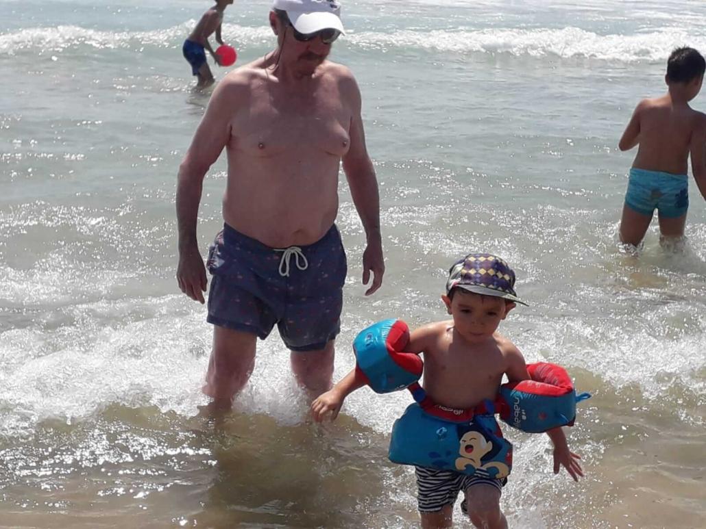 La-famila-de-mARdEhIELO-disfrutando-de-la-playa