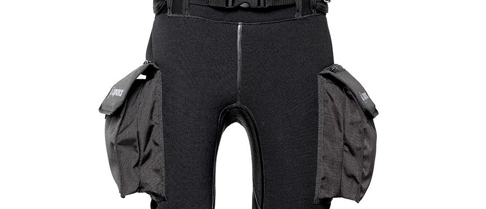 Vista-frontal-bolsillos-pantalones-de-buceo-Apeks